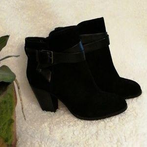 Gianni Bini black suede leather booties